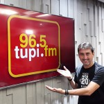 garcia apresentando nova logo com camisa da TN closer